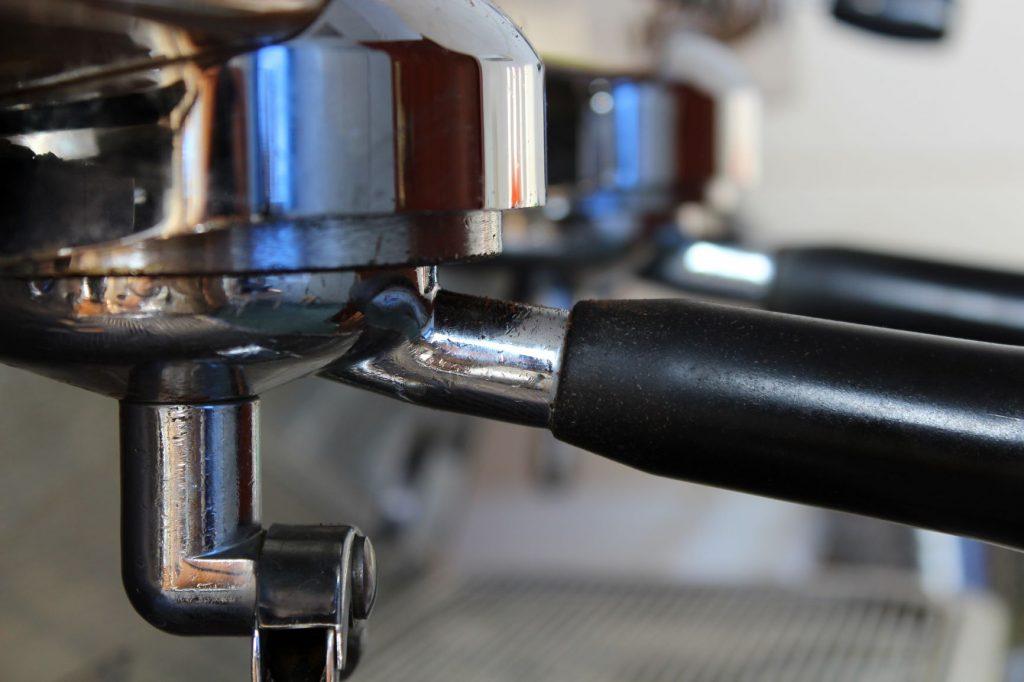 ekspres kolbowy w palarni kawy Cafe Ina