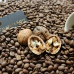 Kawa o smaku orzecha włoskiego