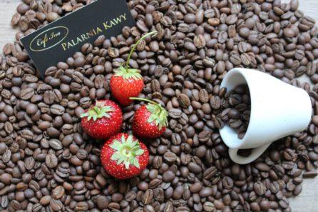 kawa smakowa truskawki w śmietanie