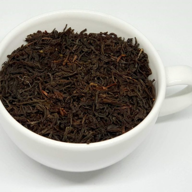Klasyczna mieszanka dwóch czarnych herbat Ceylon i Assam. Idealnie nadaje się z rana.