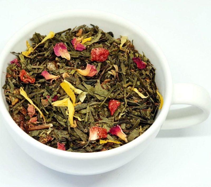 Herbata Zielona z płatkami róży i truskawkami