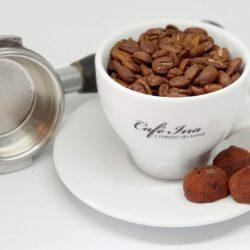 Kawa o smaku jabłek w cynamonie